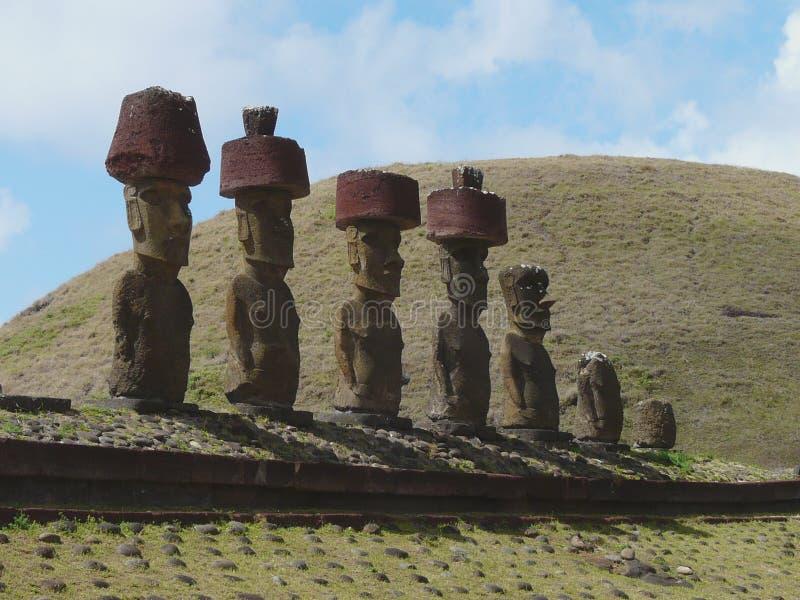 Moai statyer på den Anakena stranden, påskö, Chile arkivbilder