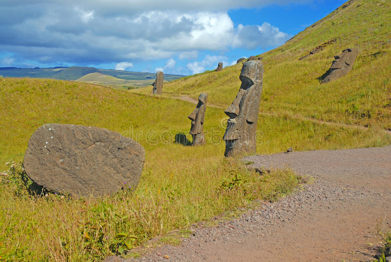 Moai stenstatyer på Rapa Nui - påskö royaltyfria foton