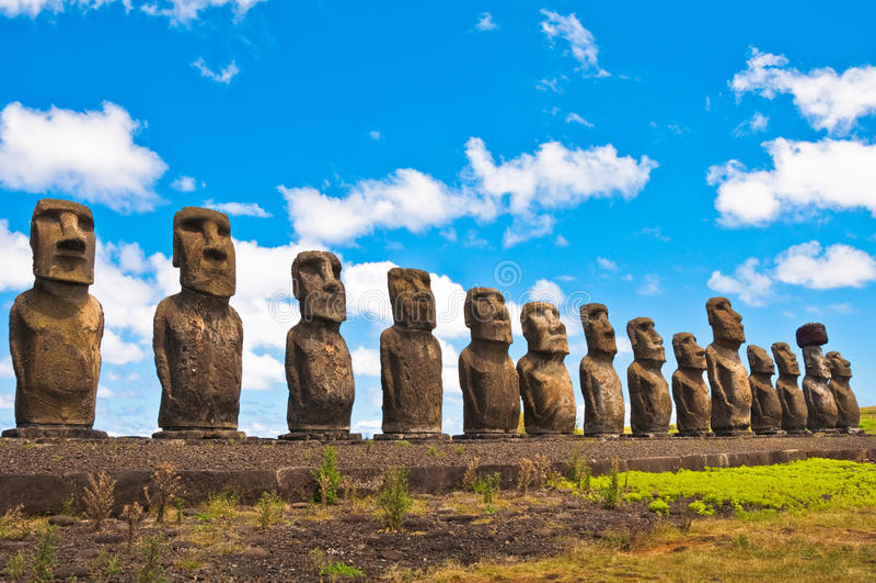 Moais在Ahu Tongariki,复活节岛,智利 免版税库存图片