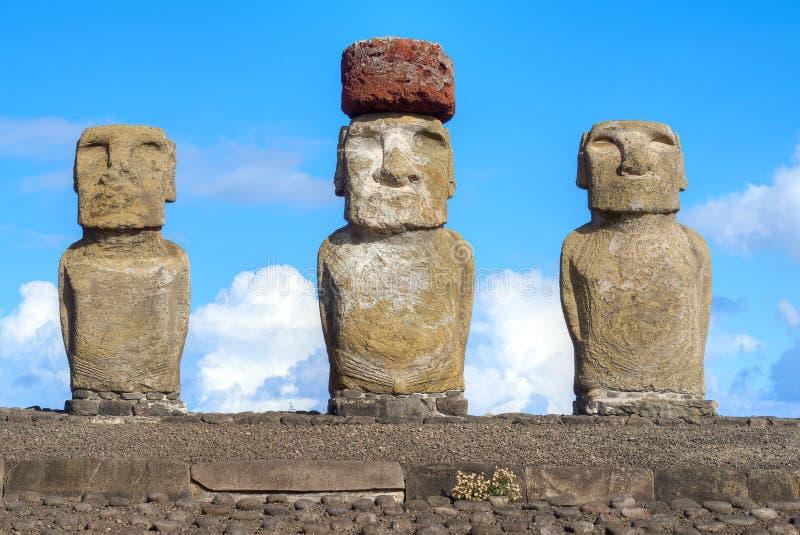 Moais i den Rapa Nui nationalparken på Ahuen Tongariki på påskön, Chile arkivfoton