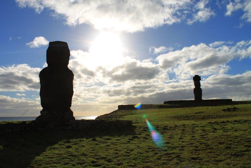 Moais nära Hanga Roa, Rapa Nui arkivbild