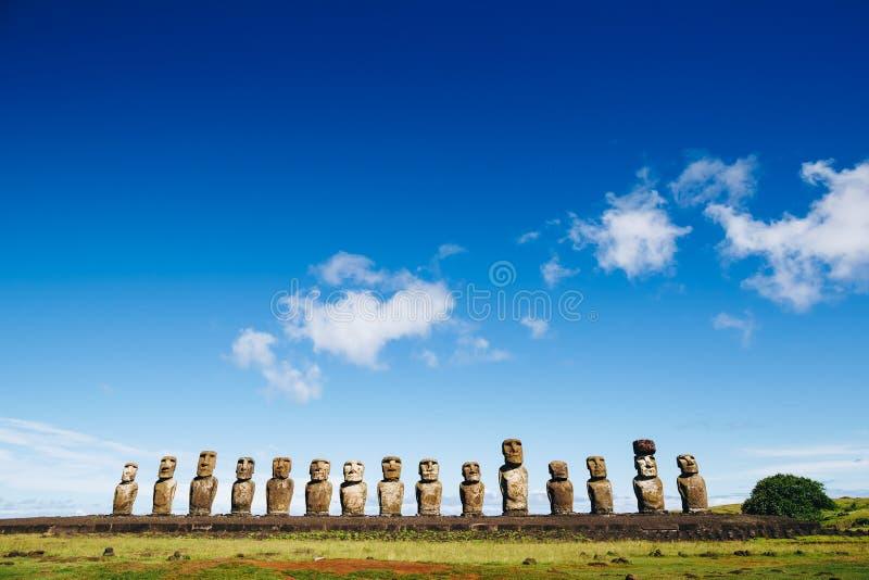 Moais-Statuen auf Ahu Tongariki - das größte ahu auf Osterinsel chile stockbild