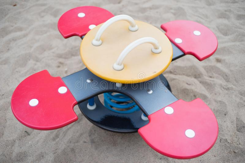 Mobília Bouncy do campo de jogos para crianças em um parque fotografia de stock