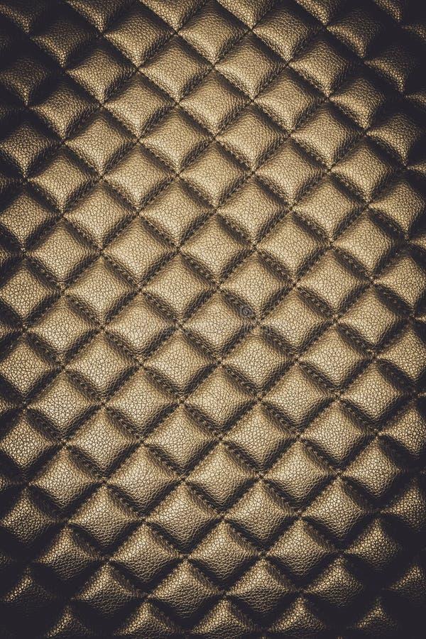 Mobília de couro goldtone luxuoso da textura do fundo abstrato foto de stock