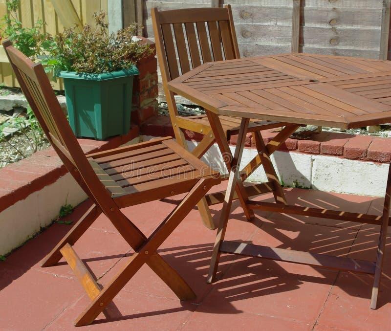 Mobília de madeira do jardim fotografia de stock royalty free
