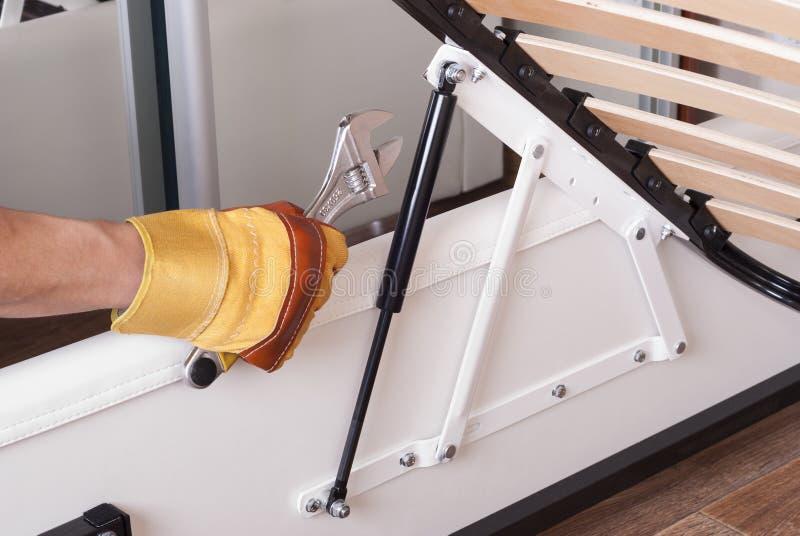 Mobília de montagem da cama imagem de stock