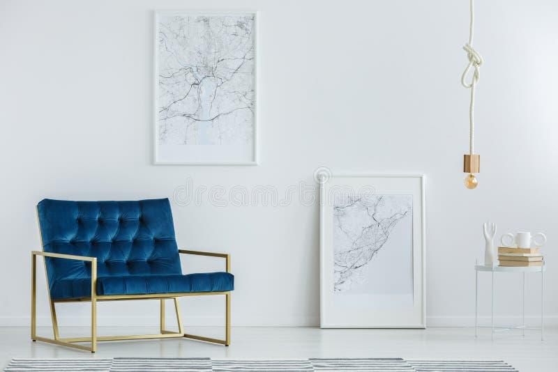 Mobília elegante no interior luxuoso fotografia de stock