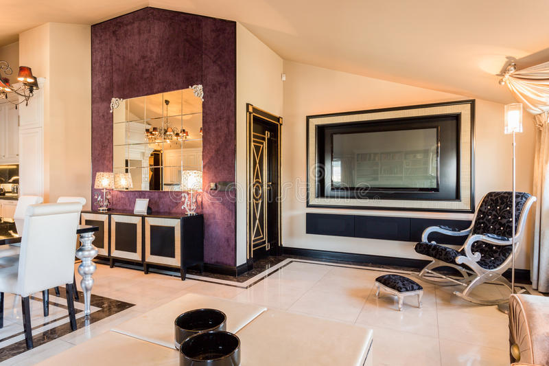 Mobília moderna no apartamento da beleza fotografia de stock royalty free