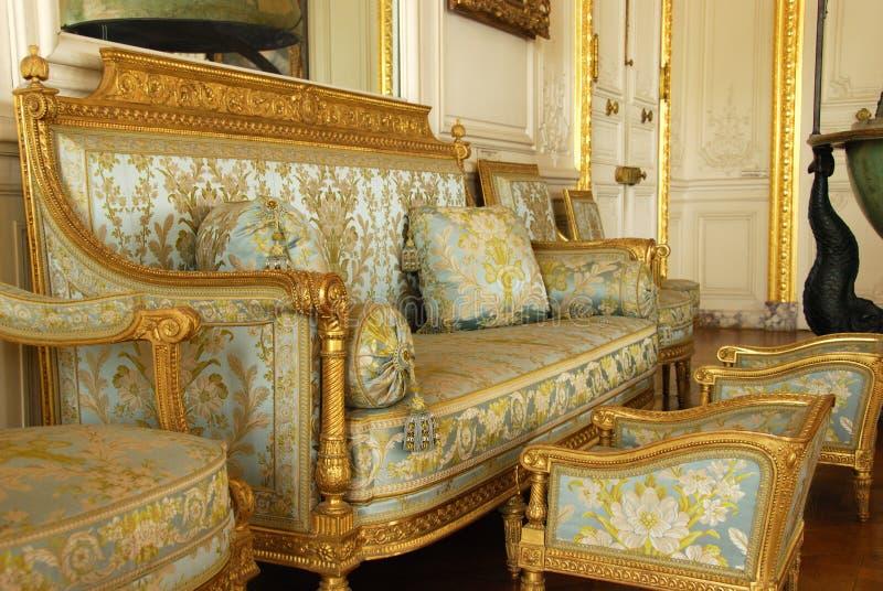Mobília velha no palácio de Versalhes fotos de stock royalty free