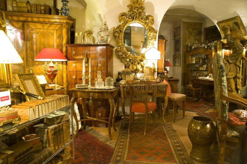 Mobílias formadas Antiquarian foto de stock royalty free