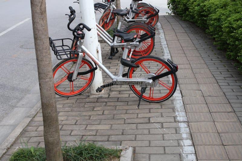 Download Mobell bicykl obraz stock editorial. Obraz złożonej z zakąska - 106904014