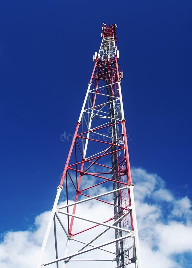 Mobiele antenne in de hemel stock foto