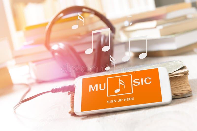 Mobiele telefoon met muziektoepassing royalty-vrije stock afbeelding