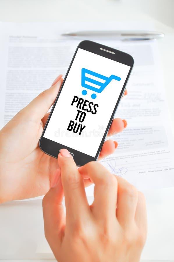Mobiele telefoonbetalingen of elektronische handel stock foto