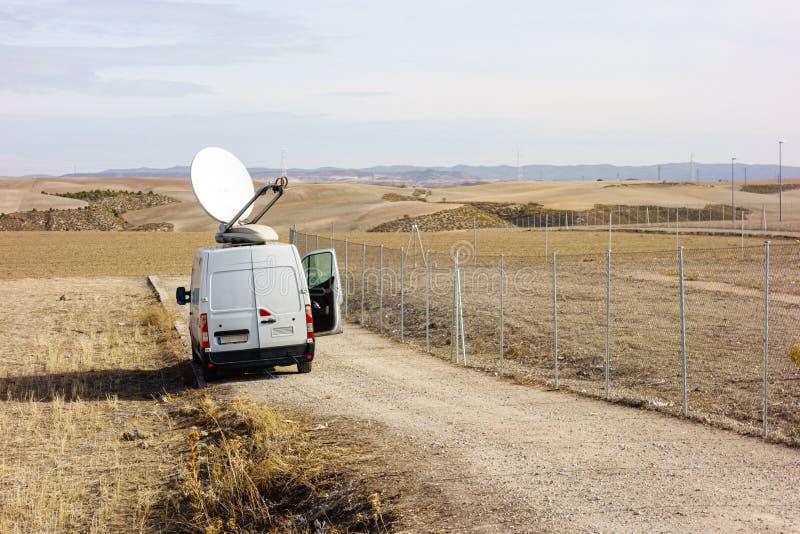 Mobiele unit van televisie in een weg royalty-vrije stock foto