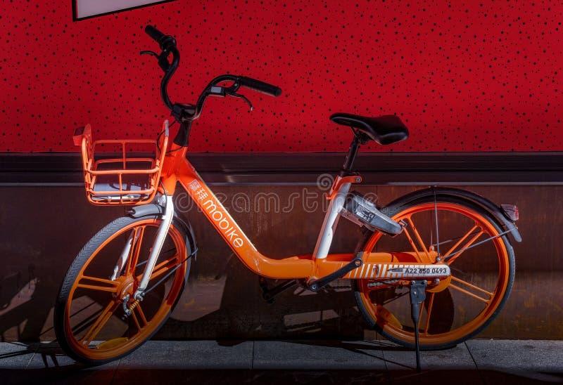 Mobikes, contrata a qualquer momento bicicletas em Austrália fotografia de stock royalty free