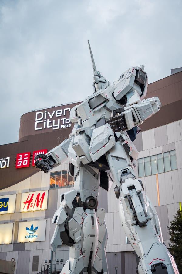 Mobil dräkt RX-0 Unicorn Gundam på dykaren City Tokyo Plaza i Odaiba område, Tokyo arkivfoto