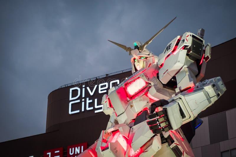 Mobil dräkt RX-0 Unicorn Gundam på dykaren City Tokyo Plaza i Odaiba område, Tokyo fotografering för bildbyråer