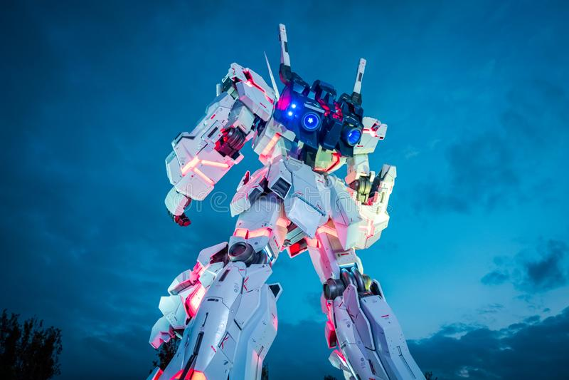 Mobil dräkt RX-0 Unicorn Gundam på dykaren City Tokyo Plaza i Odaiba område, Tokyo royaltyfri fotografi