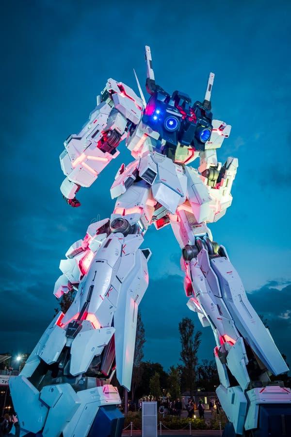 Mobil dräkt RX-0 Unicorn Gundam på dykaren City Tokyo Plaza i Odaiba område, Tokyo royaltyfria foton