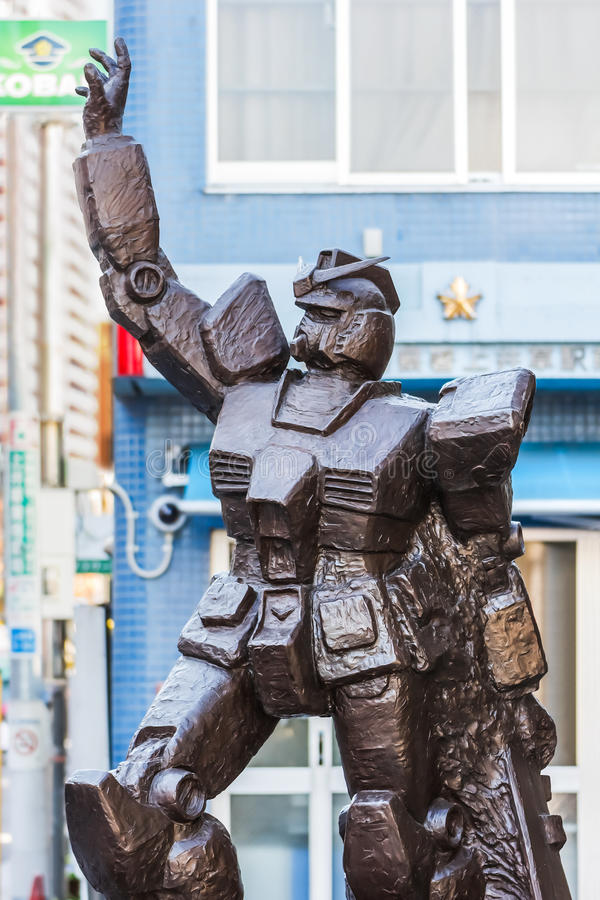 Mobil dräktGundam staty på Kami Igusa Station i Tokyo arkivfoto