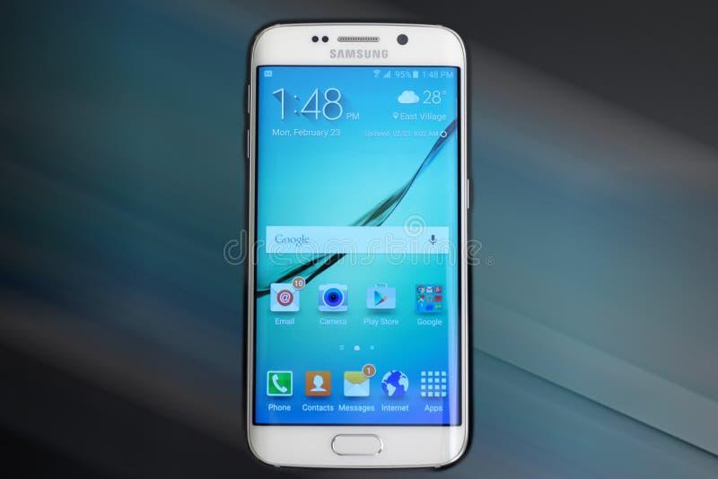 Mobil för Samsung galax s6 royaltyfria foton