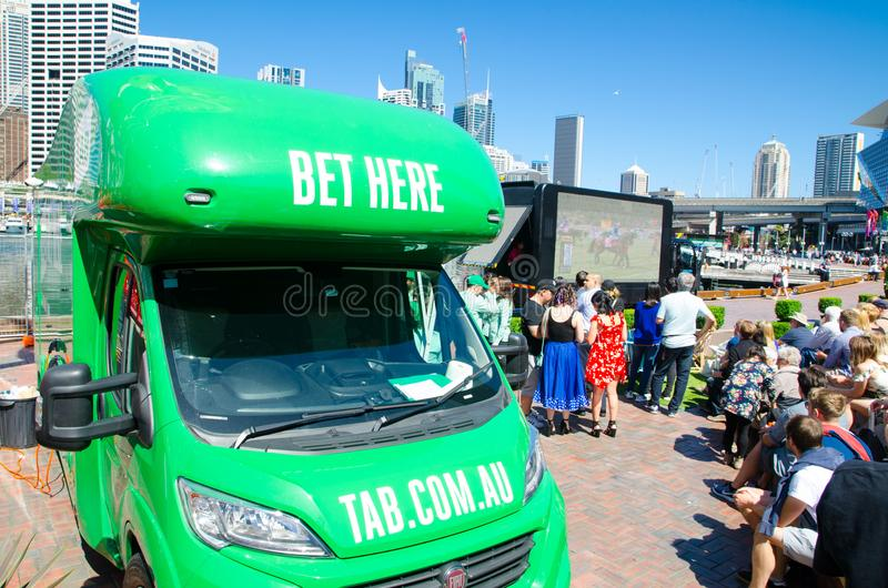 Mobil FLIK som slå vad skåpbilen på Darling Harbour i den Melbourne Cup dagen, årliga händelser för vårhästkapplöpning royaltyfria bilder