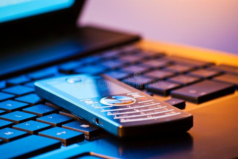 mobil modern telefon royaltyfria foton