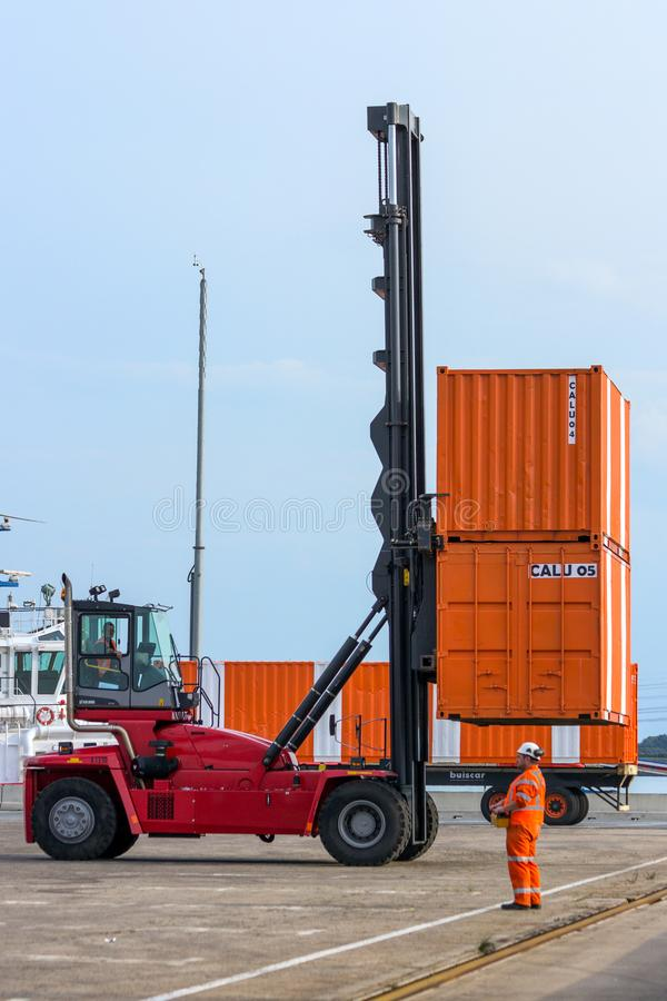 Mobil sändningsport för lastbehållare royaltyfria foton
