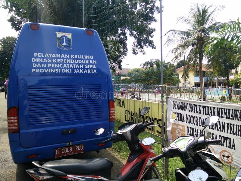 mobil service f?r framst?llning av ett childsidentitetskort, Jakarta, Indonesien April 2 2019 fotografering för bildbyråer