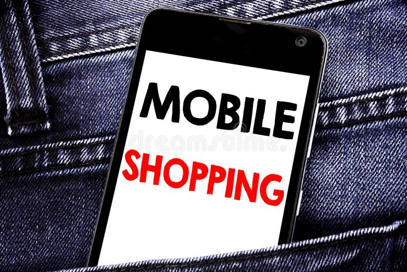 Mobil shopping för handstiltextvisning Affärsidé för skriftlig mobil mobiltelefon mobiltelefonför online-beställning med kopierin arkivbilder