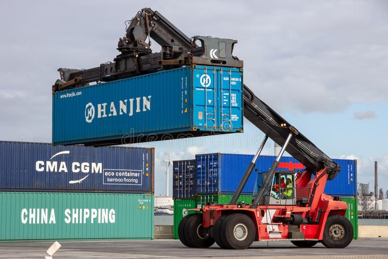Mobil terminal behållareförlagehanterareför sändningsport royaltyfria foton