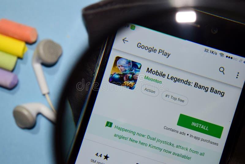 Mobila legender: App för smällsmällbärare med förstoring på den Smartphone skärmen arkivbild