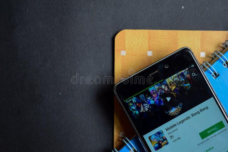 Mobila legender: Smällsmällbärare app på den Smartphone skärmen arkivfoto