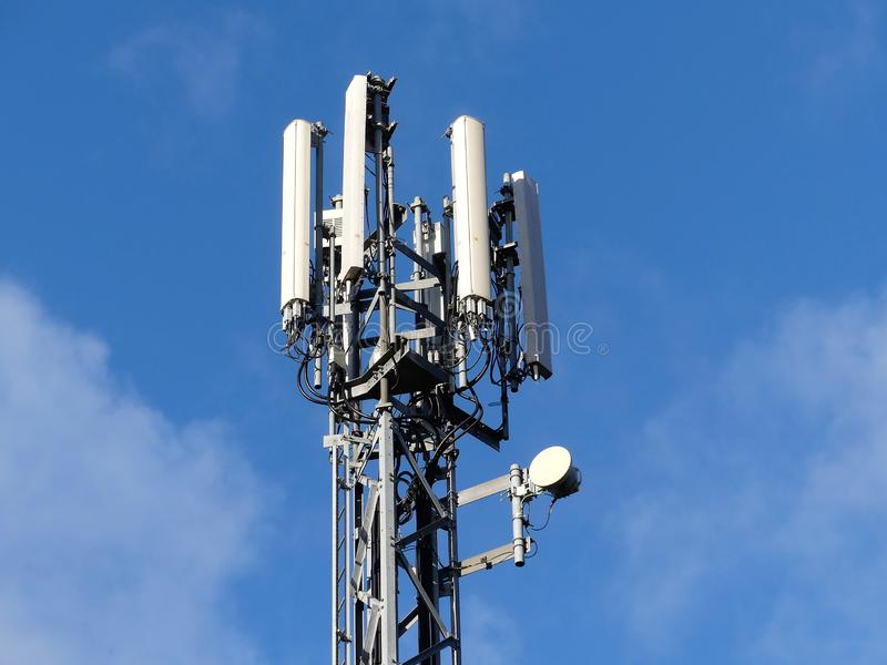 Mobile phone mast by M25 Motorway, Rickmansworth stock image