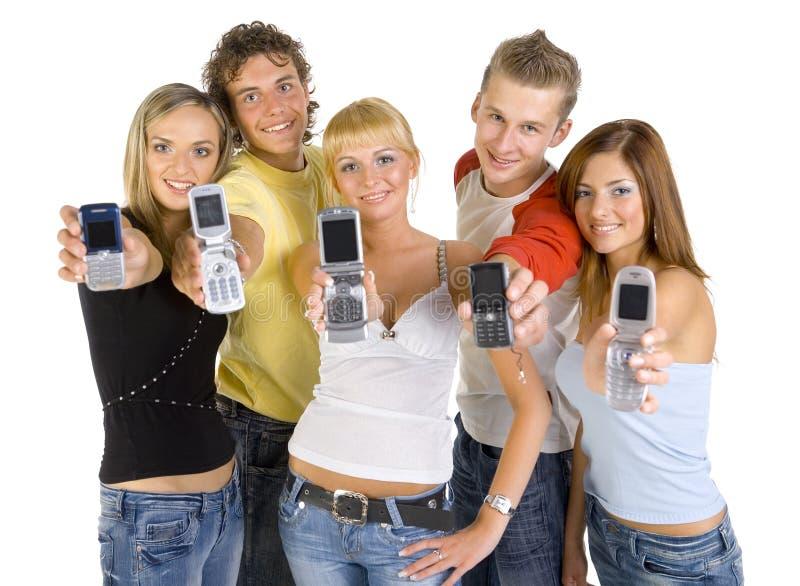 mobilen phones tonåringar royaltyfri foto