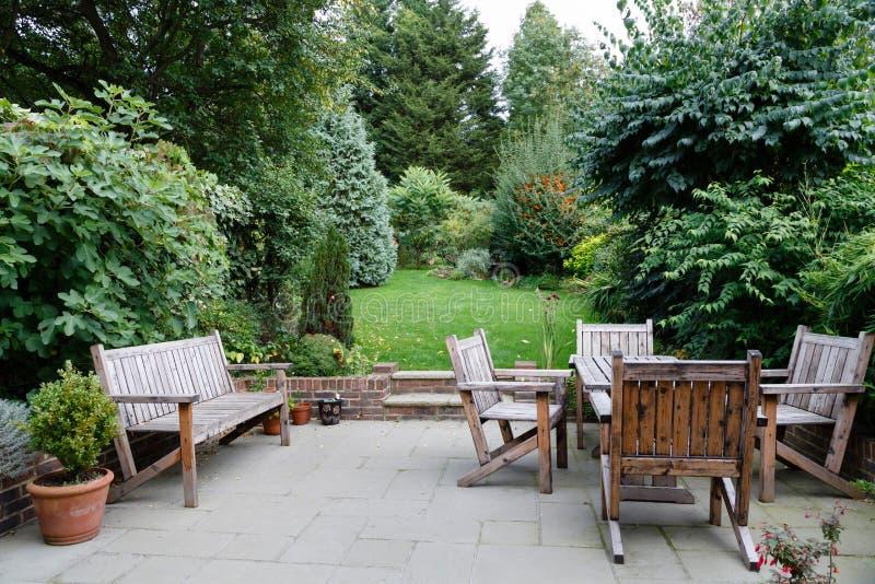 Mobili da giardino del patio immagini stock libere da diritti