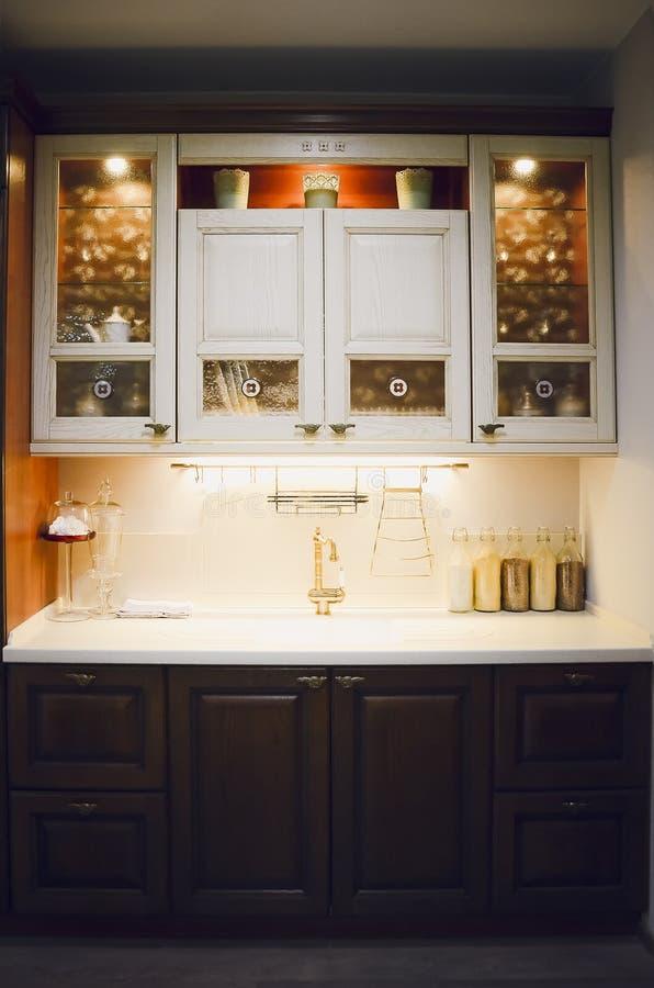 Mobilia della cucina Il concetto dell'interno moderno della sala da pranzo immagini stock
