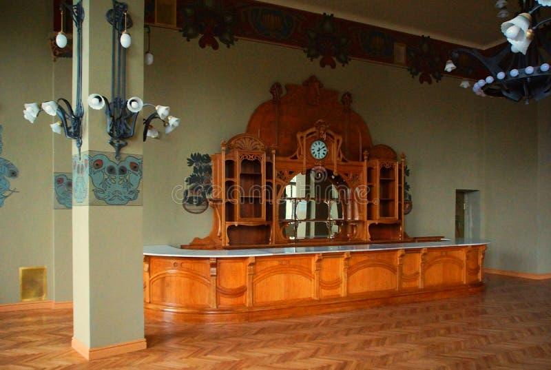 Mobilia e buffet nello stile di Art Nouveau alla stazione ferroviaria di Vitebsk immagini stock