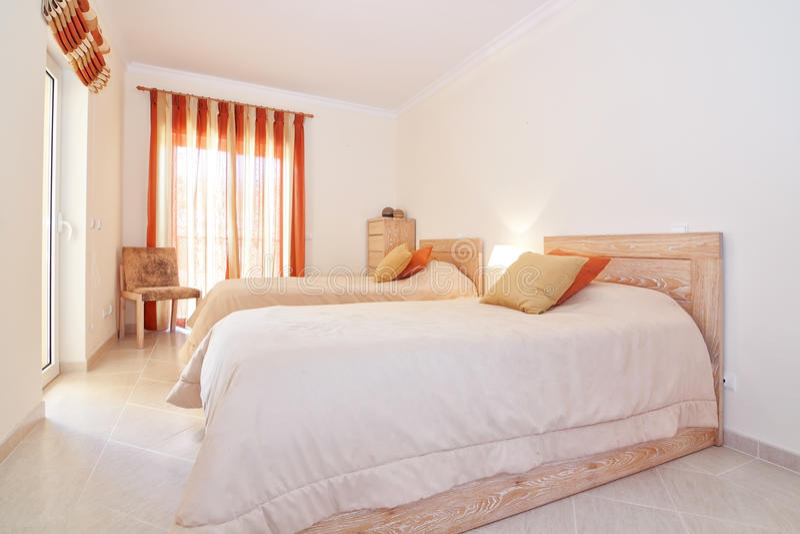 couleur chaude chambre finest couleur on chaude elle meubles murs decoration mise sur chambre. Black Bedroom Furniture Sets. Home Design Ideas