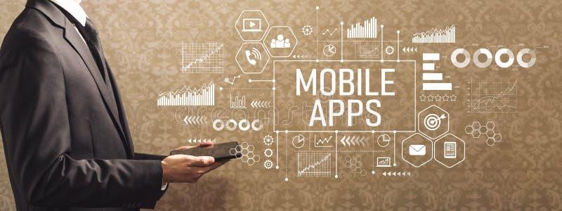 Mobilni apps z biznesmenem trzyma pastylkę komputerowa fotografia royalty free