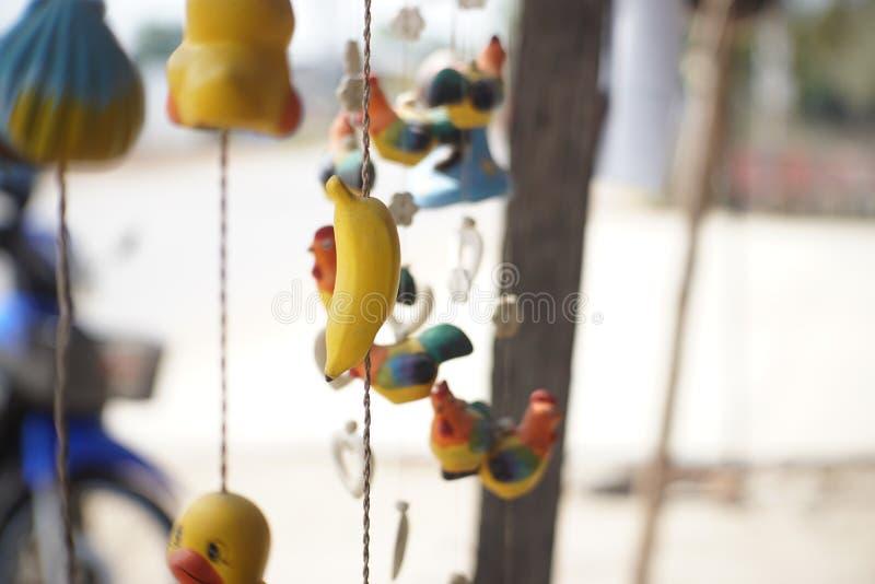 Mobilny lali ฟืภ misia pluszowego kurczątka obrazy royalty free
