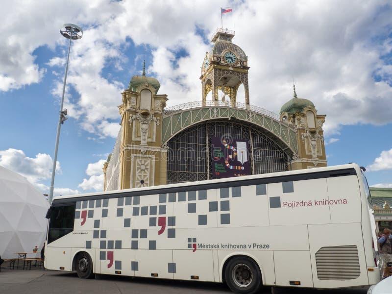 Mobilt arkiv på bokvärlden Prague 2019 royaltyfria foton