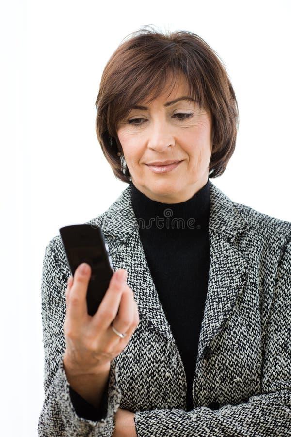 mobilt högt använda för affärskvinna arkivbild