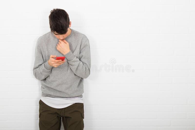 mobilt telefonbarn f?r man royaltyfri bild