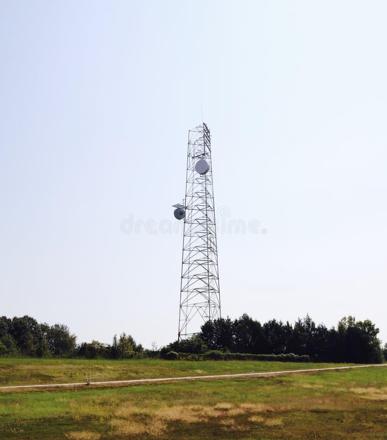 Mobiltelefontelekommunikationtorn royaltyfri bild