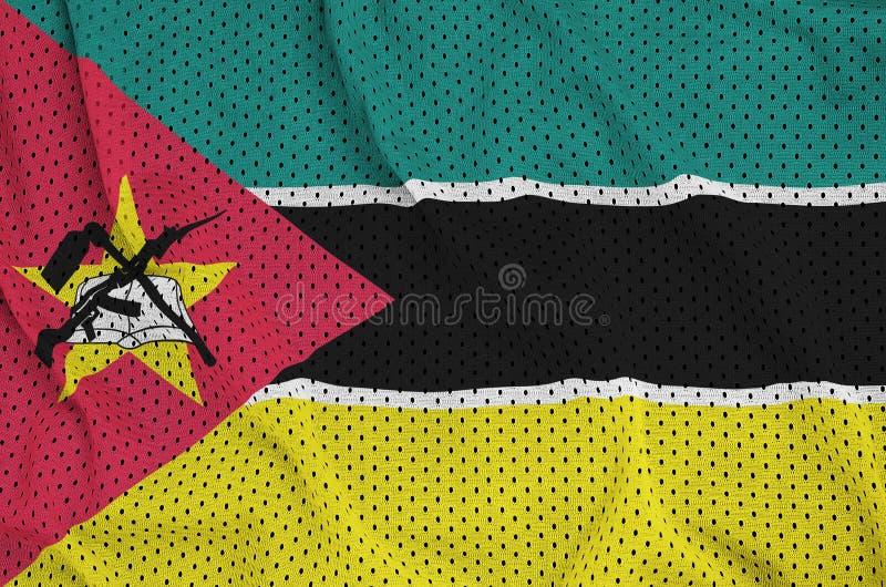 Mocambique flagga som skrivs ut på ett fab ingrepp för polyesternylonsportswear arkivfoton