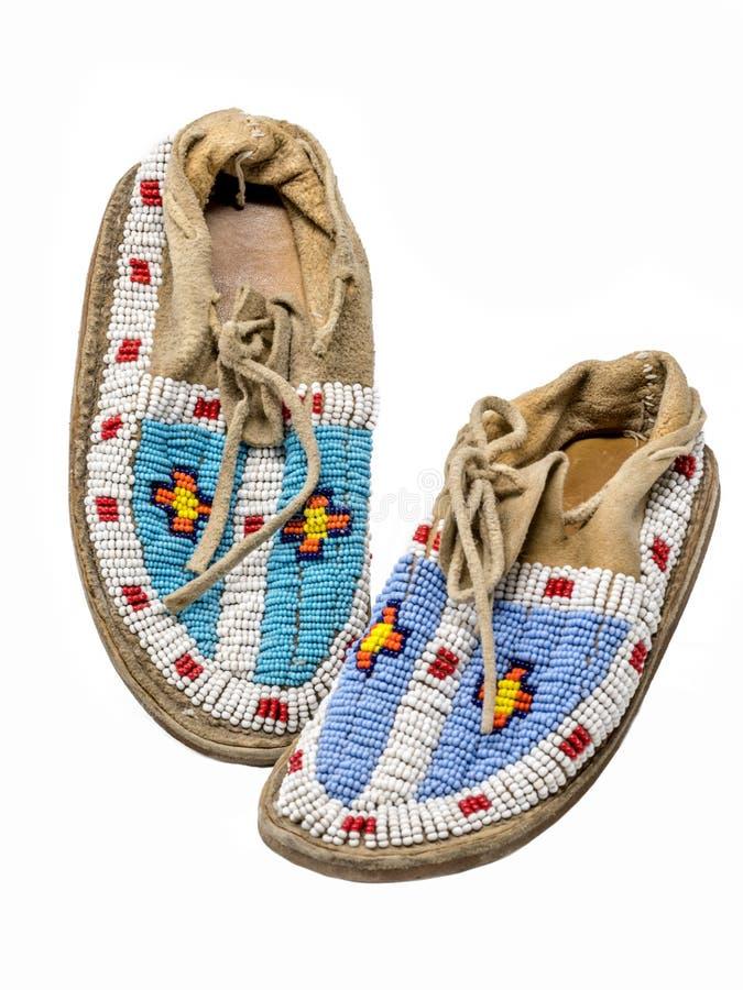 mocasines Perla-bordados de los indios norteamericanos imagenes de archivo