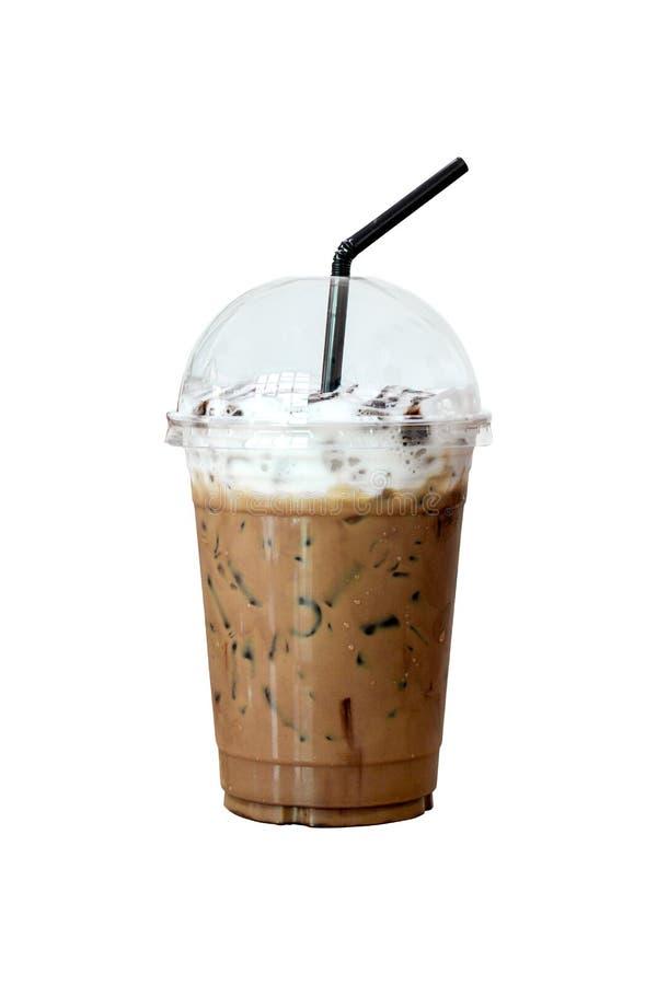 Mocha do gelo em para levar embora o copo plástico com o isolado preto do staw no fundo branco Frescor com caffiene no café imagem de stock royalty free