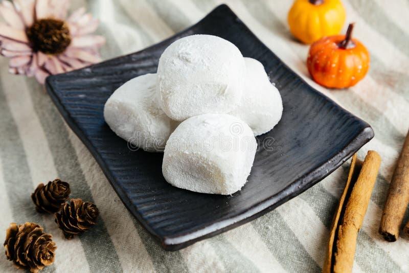 Mochi traditionnel japonais de haricot rouge de dessert image libre de droits